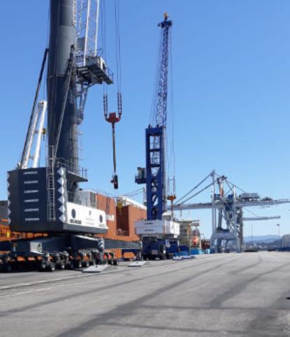 Os peiraos Reboredo acollen unha dobre operativa de eólicos e contedores
